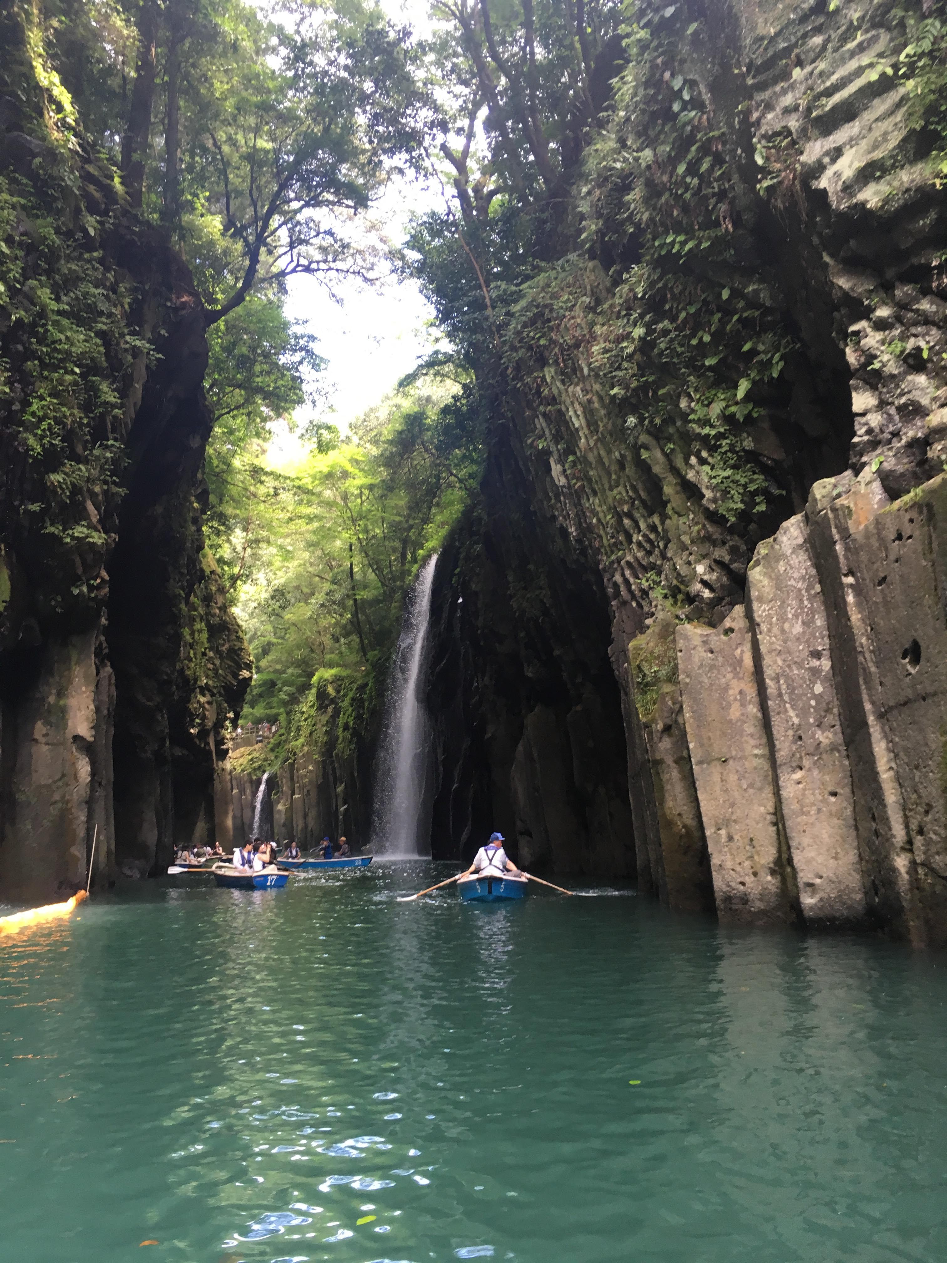 高千穂峡。日本の滝百選の一つである、真名井の滝